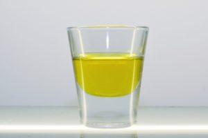 totrovo olje v kozarcu