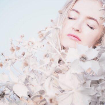 Kako zaživeti v ljubezni in se osvoboditi preteklosti